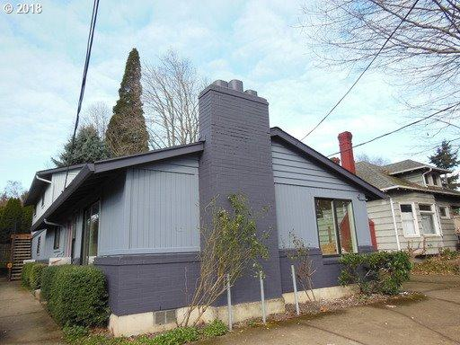 7861 SE Milwaukie Ave SE, Portland, OR 97202 (MLS #18052130) :: The Sadle Home Selling Team