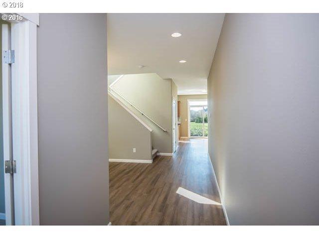 2714 SE Acacia Pl, Gresham, OR 97080 (MLS #18057713) :: Premiere Property Group LLC
