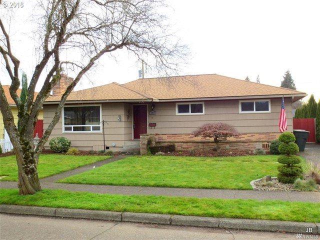 2569 Taylor Ave, Longview, WA 98632 (MLS #18058821) :: Premiere Property Group LLC