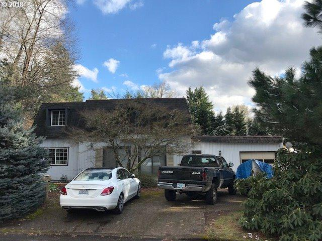 2030 SE Sky View Ct, Milwaukie, OR 97267 (MLS #18059543) :: McKillion Real Estate Group