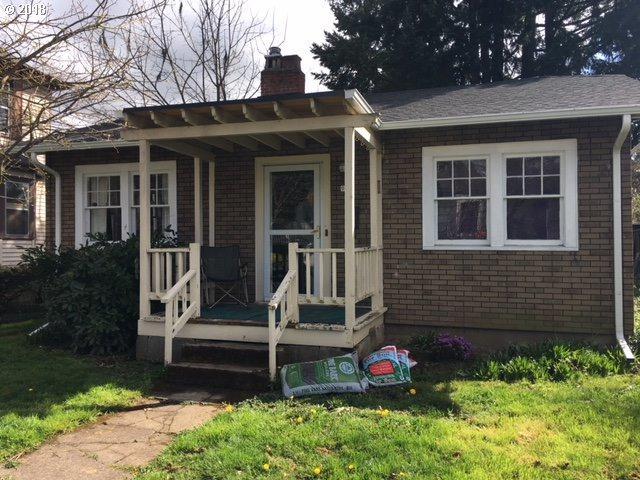 944 SE Harney St, Portland, OR 97202 (MLS #18116576) :: Portland Lifestyle Team