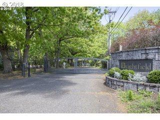 8755 SW Brightfield Cir, Portland, OR 97210 (MLS #18145599) :: Hatch Homes Group