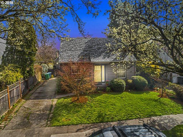 2406 SE 38TH Ave, Portland, OR 97214 (MLS #18162512) :: R&R Properties of Eugene LLC