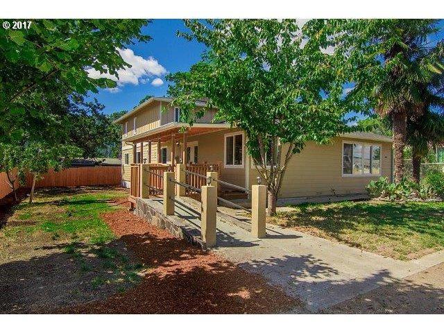 681 SE Hall St, Winston, OR 97496 (MLS #18171245) :: Keller Williams Realty Umpqua Valley