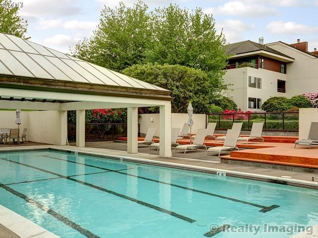 5150 SW Landing Dr #301, Portland, OR 97239 (MLS #18182918) :: Next Home Realty Connection