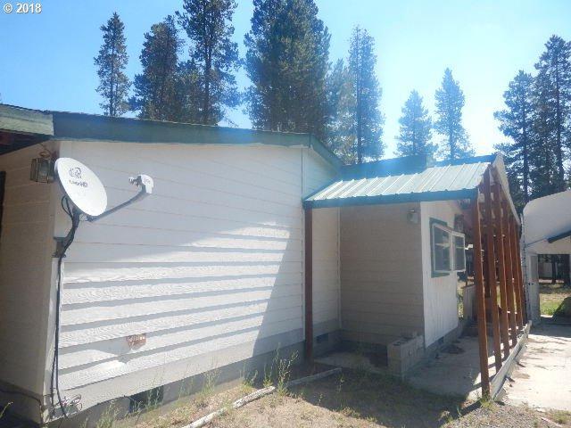 147021 Bills Rd, Gilchrist, OR 97737 (MLS #18215935) :: Hatch Homes Group