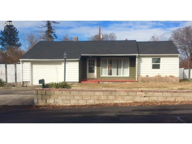 1020 NE Allen Ave, Prineville, OR 97754 (MLS #18222552) :: Cano Real Estate