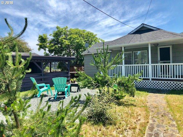 471 11th Ave, Seaside, OR 97138 (MLS #18223737) :: McKillion Real Estate Group