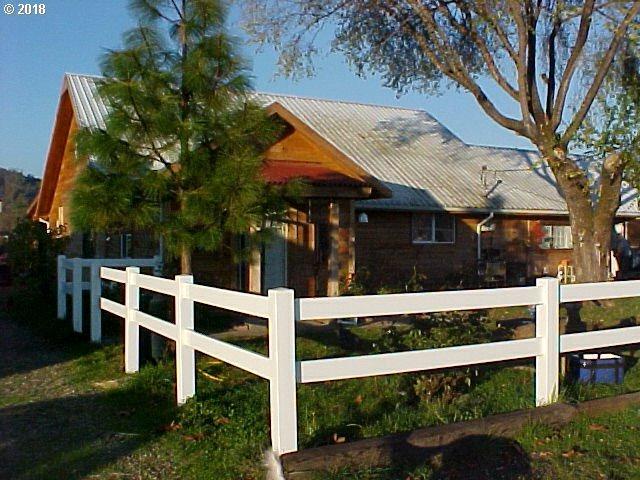 355 Hess Ln, Roseburg, OR 97471 (MLS #18230965) :: Keller Williams Realty Umpqua Valley