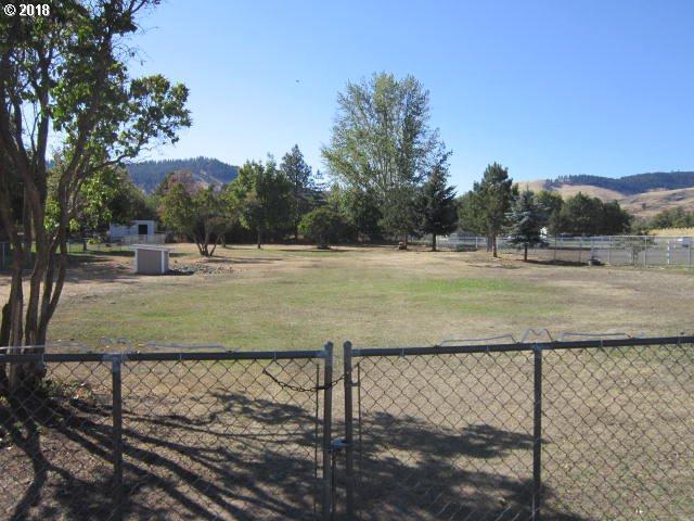 N Greenwood, La Grande, OR 97850 (MLS #18241050) :: The Sadle Home Selling Team