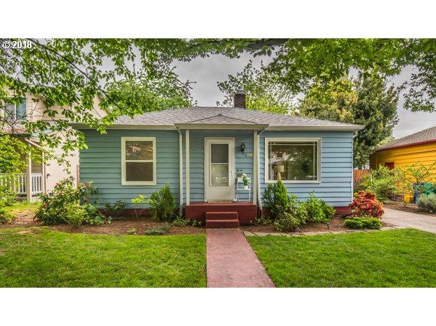8804 N Bayard Ave, Portland, OR 97217 (MLS #18246251) :: Harpole Homes Oregon
