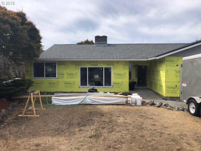 1459 Ford Ln, North Bend, OR 97459 (MLS #18248225) :: McKillion Real Estate Group