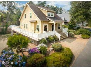 210 Bella Beach Dr, Depoe Bay, OR 97341 (MLS #18265896) :: Hatch Homes Group