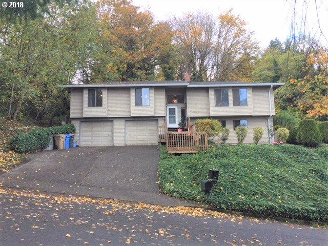 16555 SE Sunridge Ln, Milwaukie, OR 97267 (MLS #18271016) :: Fox Real Estate Group