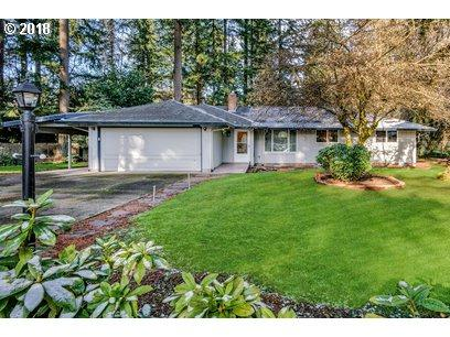 5861 Benfield Ct, Lake Oswego, OR 97035 (MLS #18294777) :: McKillion Real Estate Group