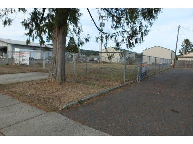8th St, Lakeside, OR 97449 (MLS #18310377) :: Song Real Estate
