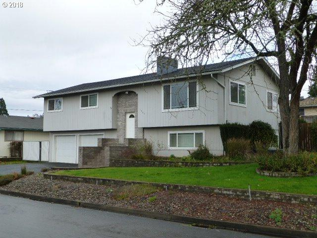 1547 NW Lester St, Roseburg, OR 97471 (MLS #18339820) :: The Dale Chumbley Group