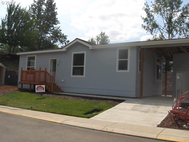 1655 S Elm St #14, Canby, OR 97013 (MLS #18351174) :: Hatch Homes Group