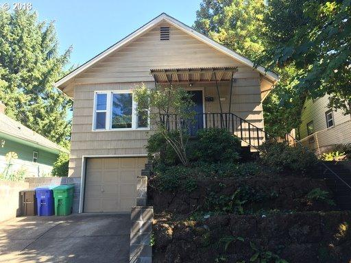 2726 SE 32ND Ave, Portland, OR 97202 (MLS #18356528) :: R&R Properties of Eugene LLC