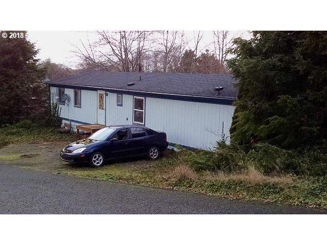 572 S Easy St, Rockaway Beach, OR 97136 (MLS #18358325) :: Premiere Property Group LLC