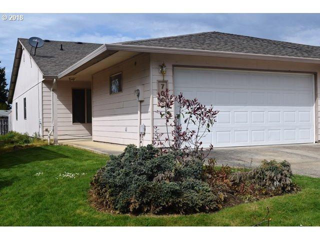 700 Benjamin Ave, Cottage Grove, OR 97424 (MLS #18372197) :: Harpole Homes Oregon
