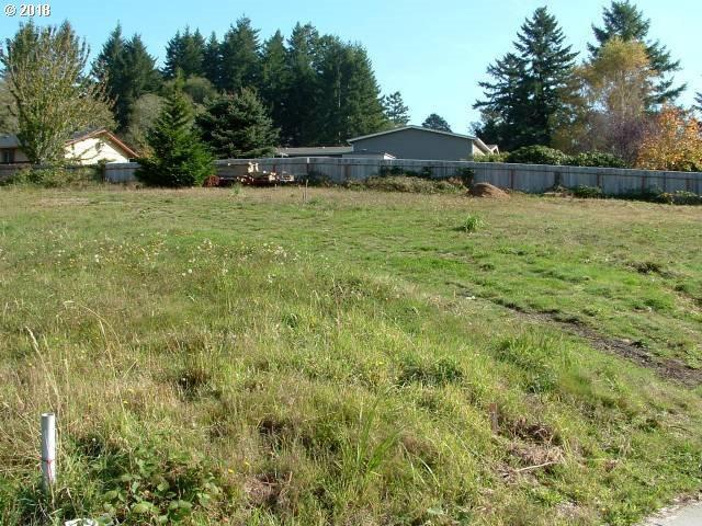6923 Oakwood Ct, Brookings, OR 97415 (MLS #18382109) :: McKillion Real Estate Group