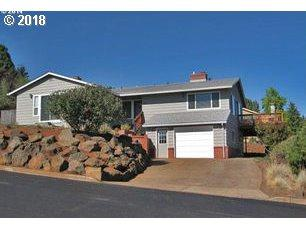 1020 SW 2ND St, Dundee, OR 97115 (MLS #18392360) :: R&R Properties of Eugene LLC