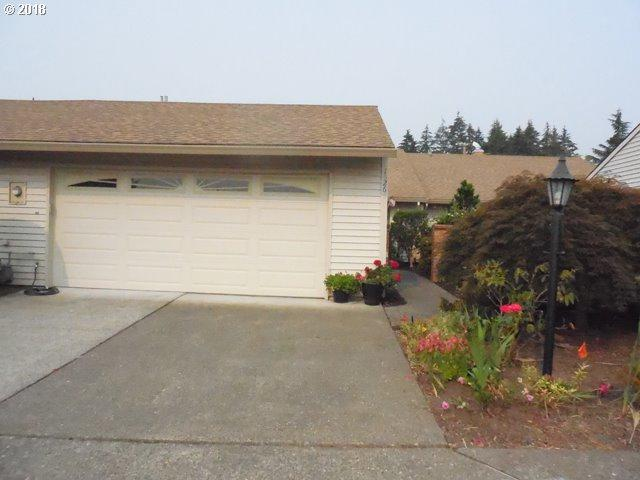 15265 SW 94TH Ave, Tigard, OR 97224 (MLS #18395128) :: Portland Lifestyle Team