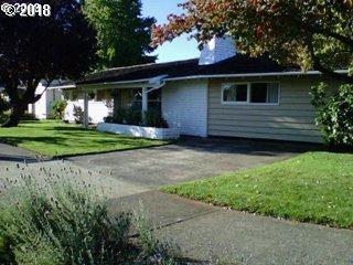 9929 SE Lincoln St, Portland, OR 97216 (MLS #18397835) :: Portland Lifestyle Team