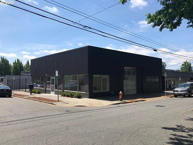 135 NE 9TH Ave, Portland, OR 97232 (MLS #18405765) :: McKillion Real Estate Group