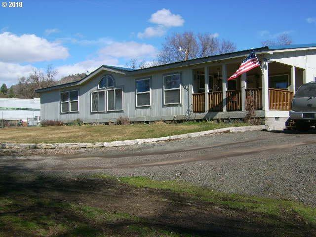 105 Main St, Spray, OR 97874 (MLS #18406695) :: McKillion Real Estate Group