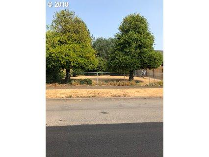 6446 NE 36th Ave, Portland, OR 97211 (MLS #18423496) :: Fox Real Estate Group