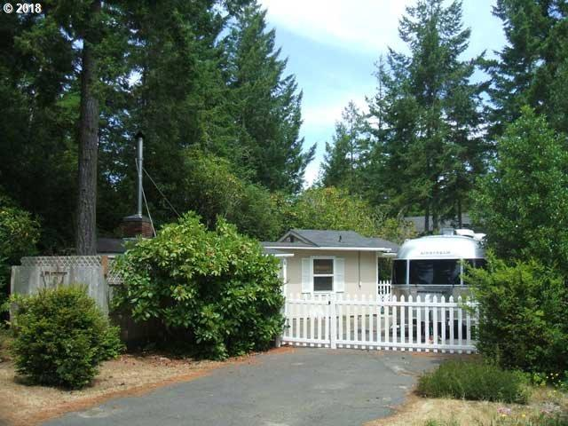 254 Outer Dr, Florence, OR 97439 (MLS #18425017) :: Harpole Homes Oregon