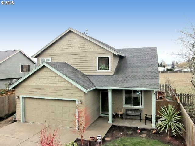 607 E Columbia Dr, Newberg, OR 97132 (MLS #18453902) :: Fox Real Estate Group