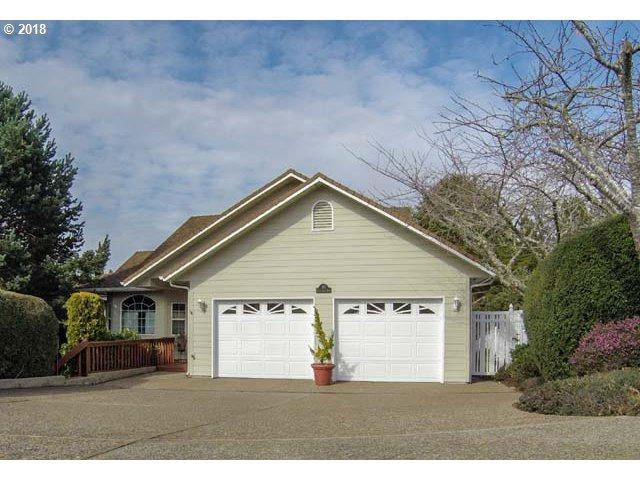 36 Ocean Dunes Dr, Florence, OR 97439 (MLS #18456389) :: The Dale Chumbley Group