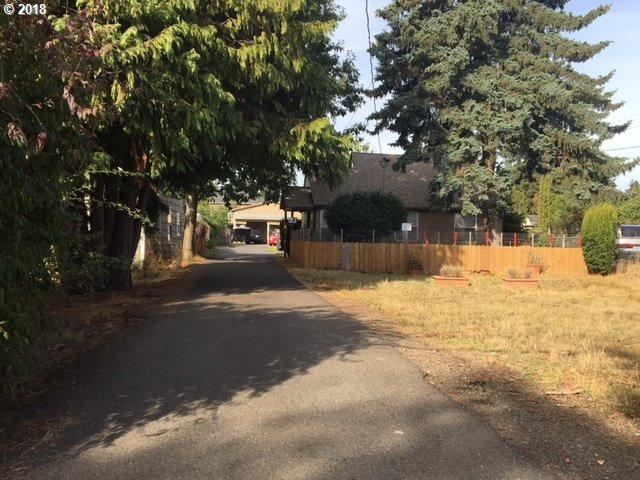 4915 SE 111TH Ave, Portland, OR 97266 (MLS #18456456) :: McKillion Real Estate Group
