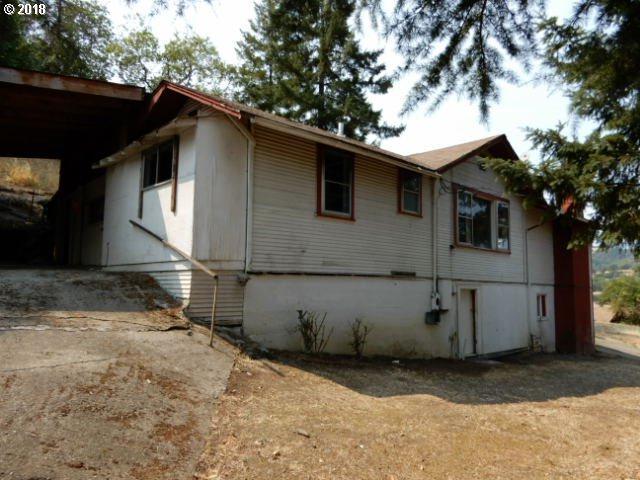 1303 SE Strong Ave, Roseburg, OR 97470 (MLS #18464100) :: Song Real Estate