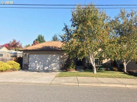 2304 SE Waldon Ave, Roseburg, OR 97470 (MLS #18474674) :: Townsend Jarvis Group Real Estate