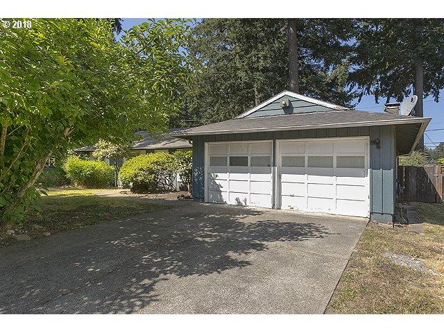 915 NE 177TH Ave, Portland, OR 97230 (MLS #18495729) :: The Dale Chumbley Group