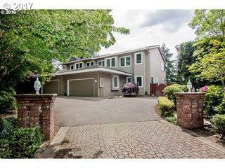 32074 SW Charbonneau Dr, Wilsonville, OR 97070 (MLS #18498350) :: Beltran Properties at Keller Williams Portland Premiere