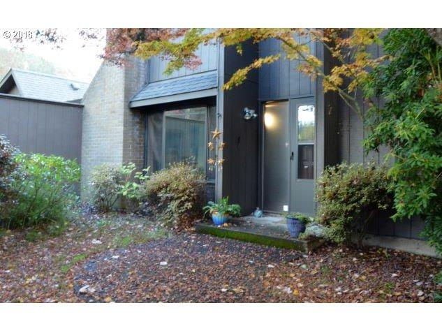 2 Westbrook Way, Eugene, OR 97405 (MLS #18516025) :: Hatch Homes Group