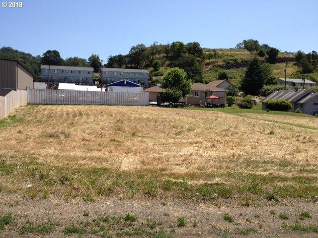 979 NE Willow St, Roseburg, OR 97470 (MLS #18516415) :: Keller Williams Realty Umpqua Valley