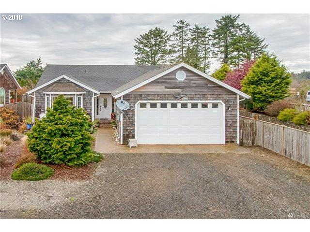 306 10TH St, Long Beach, WA 98631 (MLS #18526077) :: Townsend Jarvis Group Real Estate