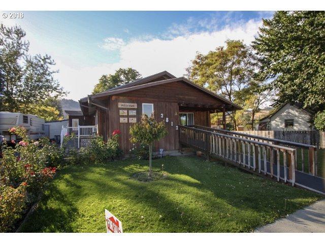2812 3RD St, La Grande, OR 97850 (MLS #18534122) :: The Sadle Home Selling Team