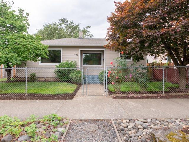 635 SE 84TH Ave, Portland, OR 97216 (MLS #18566224) :: Fox Real Estate Group