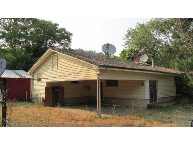 2937 Del Rio Rd, Roseburg, OR 97471 (MLS #18598411) :: Song Real Estate