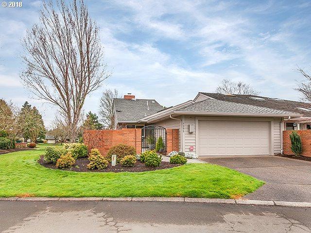 7295 SW East Lake Ct, Wilsonville, OR 97070 (MLS #18598866) :: Beltran Properties at Keller Williams Portland Premiere