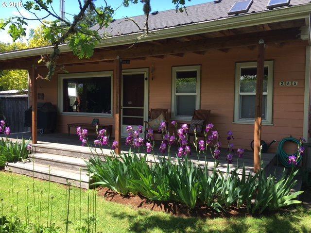 255 Crocker Ln, Eugene, OR 97404 (MLS #18610742) :: Song Real Estate