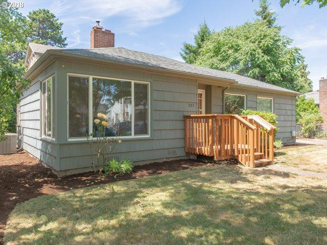207 NE 104TH Ave, Portland, OR 97220 (MLS #18670151) :: The Dale Chumbley Group