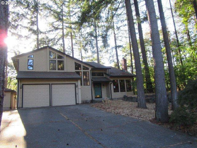 215 Madrona Ct, St. Helens, OR 97051 (MLS #18674980) :: The Dale Chumbley Group